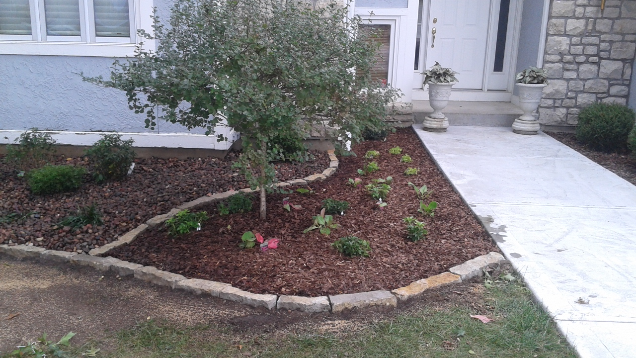 Mulch and stone edges liberty complete hardscapes for Landscaping rocks in kansas city
